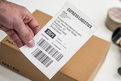Plati etiketė ir siuntinys