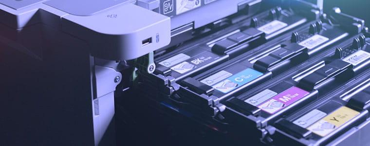 Dažų kasetės traukiamos iš HL-L9310CDW profesionalaus spalvoto spausdintuvo